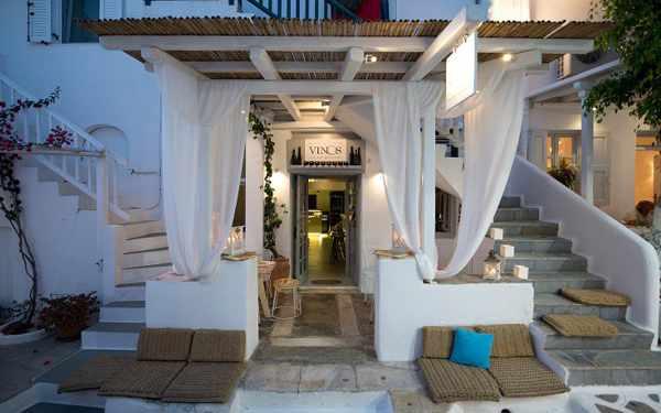 Vinos Bar Mykonos photo by newsbeast.gr
