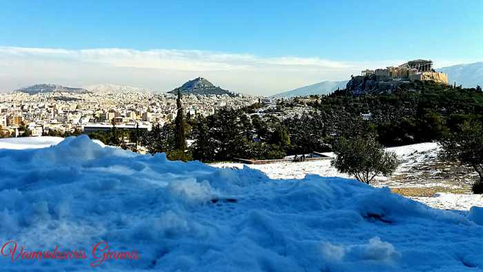 Giannis Vamvakouris photo of snow in Athens