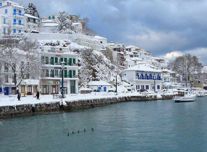 Snow on Slopelos