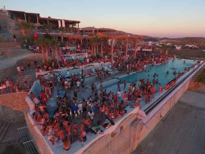 Pathos Sunset Lounge on Ios