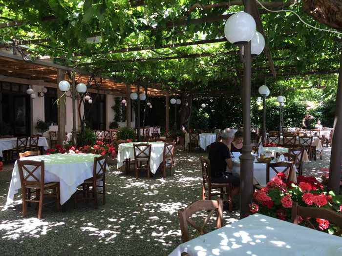 Mouria Taverna