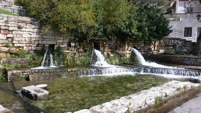 Clepsydra fountain in Mavromati