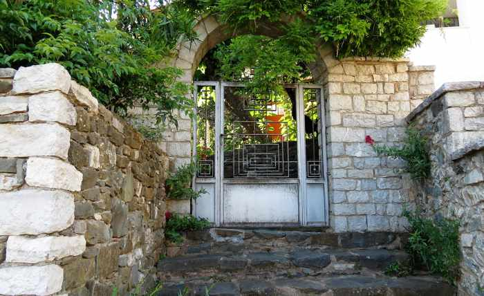 entrance gate to a house in Mavromati