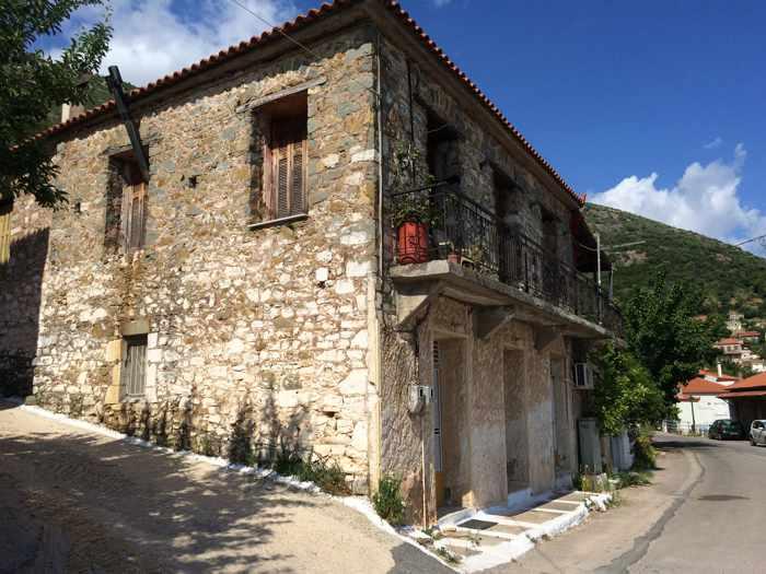 a building in Mavromati