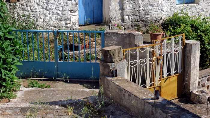 gates in Mavromati