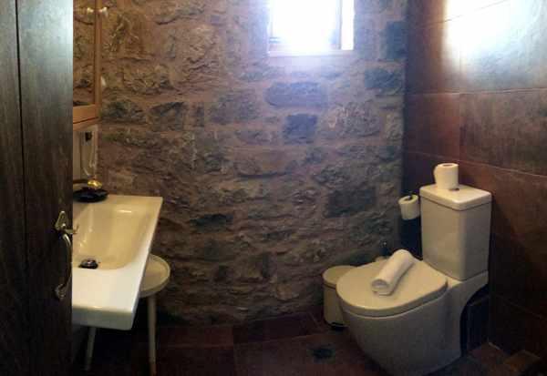Messana Hotel bathroom