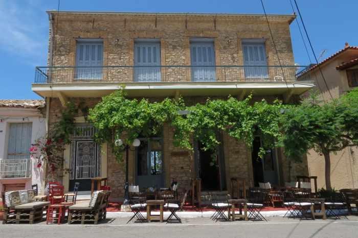 Algorithmos Cafe Bar in Kyparissia