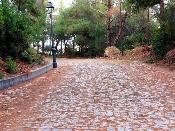 Pathway on Katakolo Hill