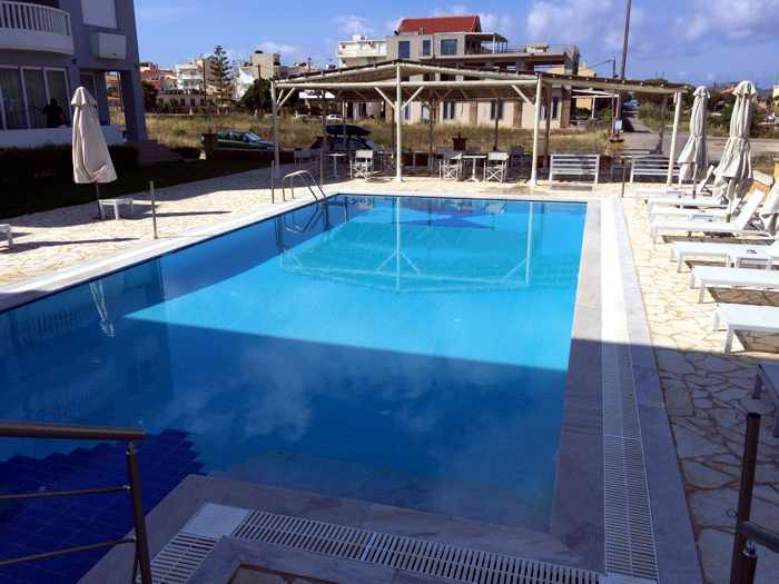 Artina Hotel swimming pool