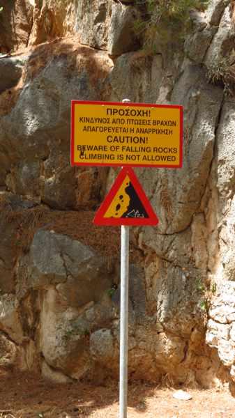 Greece, Peloponnese, Argolida, Nafplio, Arvanitia promenade, sign, cliff, rockfall warning,