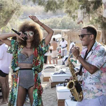 Photo of musical entertainers Shaya and Tiago Astori at Kalua Mykonos