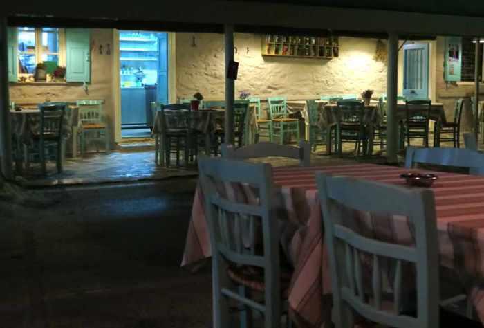 Greece, Greek islands, Cyclades, Siros, Syros, Syros island, Kini Bay, Kini, Kini Bay on Syros, bar, restaurant, cafe, taverna, Dyo Tzitzikia Sta Armyrikia, Dyo Tzitzikia Sta Armyrikia taverna Syros, Dyo Tzitzikia Sta Armyrikia taverna Kini Bay Syros,