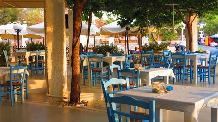 Greece, Greek islands, Cyclades, Siros, Syros, Syros island, Kini Bay, Kini, Kini Bay on Syros, bar, restaurant, cafe, taverna, Stou Zaloni, Stou Zaloni taverna Syros, Stou Zaloni taverna at Kini Bay Syros, patio, terrace, veranda,