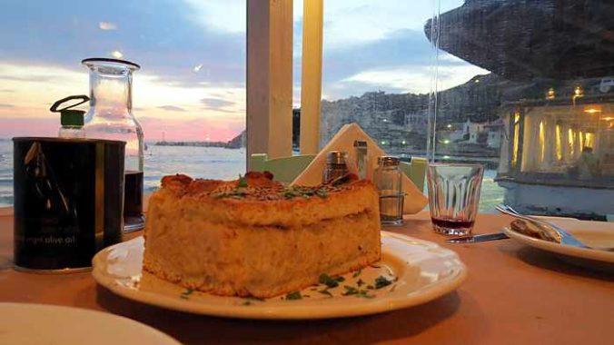 Greece, Greek islands, Cyclades, Siros, Syros, Syros island, Kini Bay, Kini, Kini Bay on Syros, bar, restaurant, cafe, taverna, Dyo Tzitzikia Sta Armyrikia, Dyo Tzitzikia Sta Armyrikia taverna Syros, Dyo Tzitzikia Sta Armyrikia taverna Kini Bay Syros,, Greek food, food, Greek food, food, onion pie,