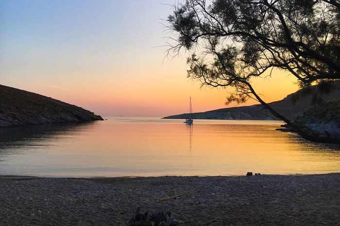 Greece, Greek islands, Cyclades, Siros, Syros, Syros island, Kini, Kini Bay Syros, Syros Adventures, Perla1, boat trips, boat excursions, beach excursions, remote Syros beaches, isolated Syros beaches, secluded Syros beaches, beaches, coves, bays,