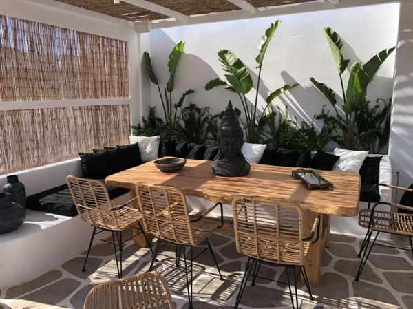 Manor House Mykonos restaurant patio