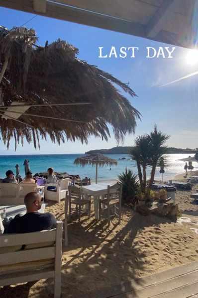 October 26 2021 season closing for Paraga Cafe at Paraga beach on Mykonos