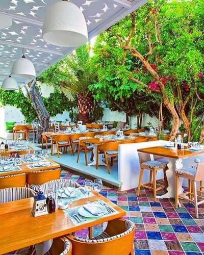 Mamalouka restaurant and bar on Mykonos